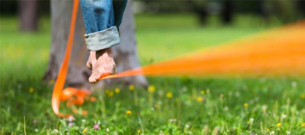 met blote voeten lopen over slappe lijn